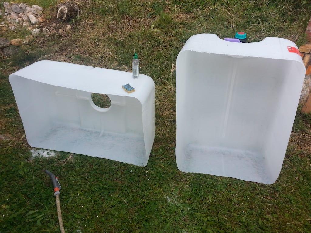 Deux bacs de culture d'aquaponie peuvent être tirés d'un IBC découpé. A laver soigneusement avant usage.