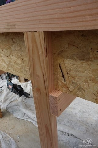 Détail d'assemblage du bac de culture en bois
